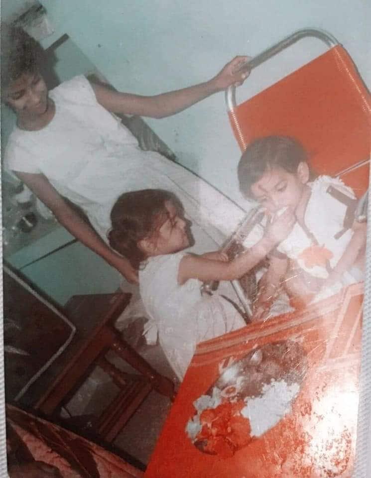 रक्षाबंधन पर सुशांत सिंह को राखी बांधती बहन
