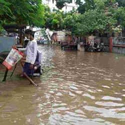 राजेंद्र नगर में सड़क का हाल।