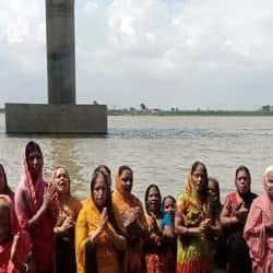21 जून को पटनावासियों ने पूरे 19 साल बाद रविवार के दिन सूर्य ग्रहण का नजारा देखा। सूर्य ग्रहण के बाद लोगों ने दान-स्नान की रस्म भी निभाई।