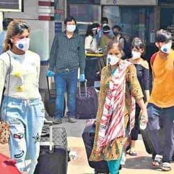 एयरपोर्ट से दूसरे शहरों की रवानगी के लिए आए यात्रियों का सामान दो बार सेनेटाइज किया गया।