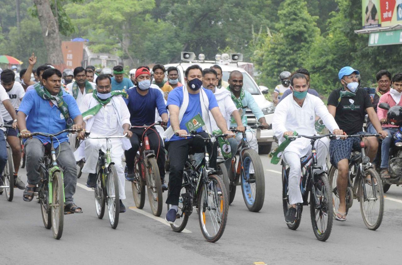तेजस्वी यादव ने साइकिल मार्च में कह कि कोरोनाा काल में बढ़ते डीजल के दाम से किसानों की आमदनी पर फर्क पड़ा है। आम जनता को महंगाई का सामना करना पड़ रहा है।
