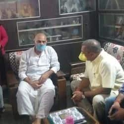 पटना में सुशांत सिंह राजपूत के परिवार से मिले नाना पाटेकर