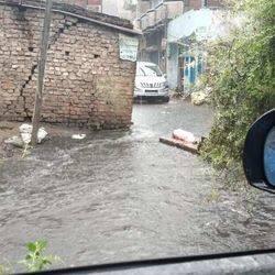 पटना में रविवार सुबह 5.30 बजे से ही भारी बारिश हो रही है।