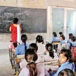 फर्जी शिक्षकों पर सरकार ने कड़ा रुख अपना लिया है.