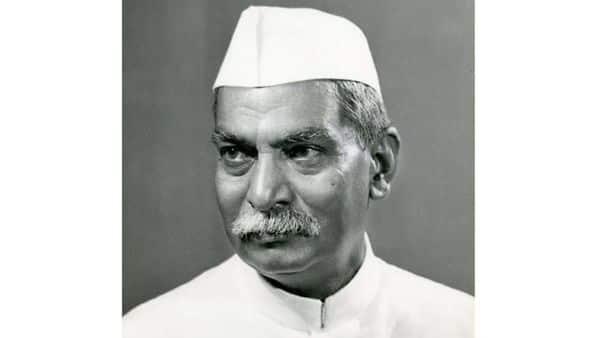 डॉ राजेन्द्र प्रसाद अर्थशास्त्र में M.A पूरा करने के बाद, मुजफ्फरपुर के लंगट सिंह कॉलेज में अंग्रेजी के प्रोफेसर बने और बाद में प्रधानाचार्य बन गए