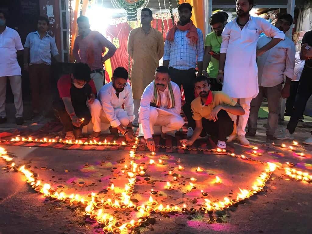 राम मंदिर शिलान्यास की खुशी में आगरा में दीपोत्सव.