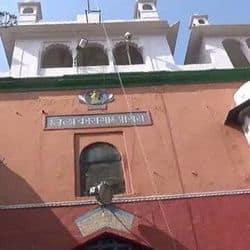 आगरा जिला जेल में हर साल कान्हा के जन्म पर जेल के दरवाजे खपलते थे और मंदिर सजाकर प्रसाद बांटा जाता था