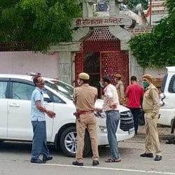 आगरा: महंत नृत्य गोपाल दास की तबीयत खराब, स्वास्थ्य विभाग की टीम इलाज को पहुंची