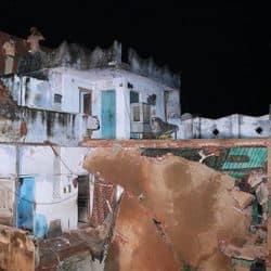 कानपुर के इस मकान के तीसरे फ्लोर पर रहने वाली मां और बेटी मलबे में फंसी हैं.