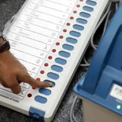 बिहार विधानसभा चुनाव के लिए मुजफ्फरपुर में ईवीएम मॉक पोल.