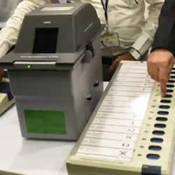 निर्वाचन आयोग ने चुनावों के लिए दिशानिर्देश जारी किए.