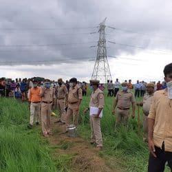 मौके पर पहुंचे पुलिस अधिकारी