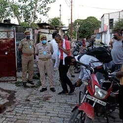 घटनास्थल पर पहुची पुलिस