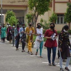 गुरुवार को बीएचयू में मास कॉम की प्रवेश परीक्षा आयोजित की गई.