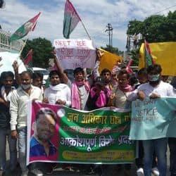 पटना: JEE और NEET परीक्षा रद्द करने की मांग, छात्रों का आयकर चौराहे पर प्रदर्शन