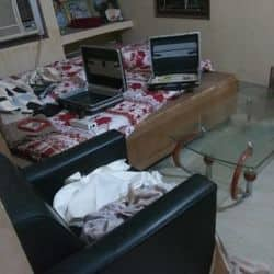 चोरी के बाद अस्त-व्यस्त पड़ा हुआ सामान
