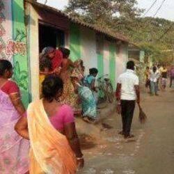 मुख्यमंत्री योगी आदित्यनाथ ने कानपुर जिला प्रशासन से नगर की स्वीपर कालोनियों में रहे सफाई कर्मियों को उनके आवास स्थायी रूप से आवंटित किये जाने के बारे में रिपोर्ट उपलब्ध कराने का निर्देश दिया है.