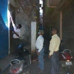 मेरठ: बिजली चोरी की खबर पर विभाग ने सदर क्षेत्र में की छापेमारी, काटे कनेक्शन