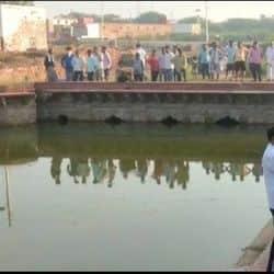 फतेहपुर सीकरी में तालाब में मिला पत्थर व्यापारी का शव, घंटों से मची थी ढूंढ