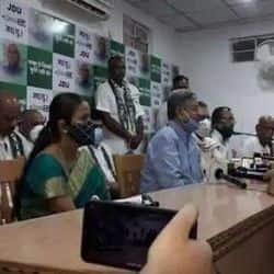 बिहार चुनाव से पहले RJD नेता भोला राय समेत कांग्रेस के दो विधायक JDU में शामिल