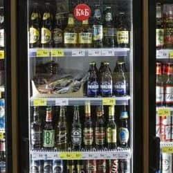 पटना पुलिस ने शराब माफियाओं पर कसा शिकंजा, छापेमारी में अवैध शराब और हथियार मिले