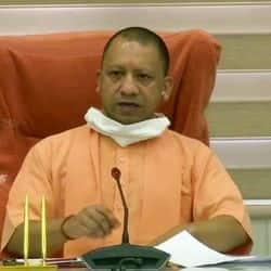 सीएम योगी ने प्रदेश में कोरोना के हालात को देखते हुए अधिकारियों के साथ बैठक की.