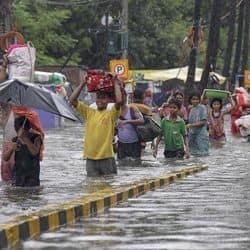 मौसम विभाग ने बिहार के पटना समेत 15 जिलों में 48 घंटों तक का भारी बारिश का अलर्ट जारी किया है.
