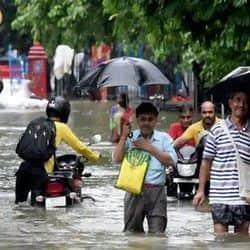 मुजफ्फरपुर में पिछले 3 दिनों से भारी बारिश के कारण हालात बेकाबू हो गए हैं.