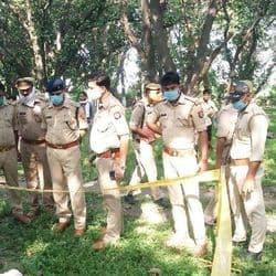 बिठूर में प्रतापपुर गांव में ठेकेदार की पत्थर से कुचलकर हत्या कर दी गई.