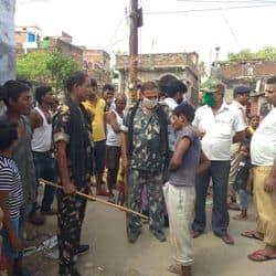 मुजफ्फरपुर में नाबालिग छेड़ने पर युवक की जमकर पिटाई, पुलिस के किया हवाले