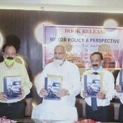 कानपुर सांसद सत्यदेव पचौरी ने 'मोटर पॉलिसी ए पर्सपेक्टिव' पुस्तक का किया विमोचन.