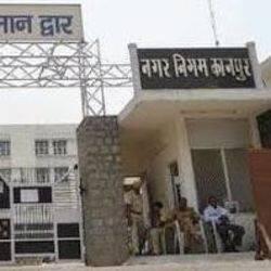 कानपुर के मंडलायुक्त राजशेखर ने सुबह नगर निगम का निरीक्षण किया.