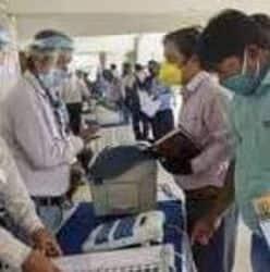 प्रधान सचिव ने करीब एक घंटे तक सघन निरीक्षण के दौरान तैयार की जा रही मेडिकल किटों की जांच की