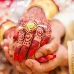 दूरी नहीं बर्दाश्त! कोरोना के डर से घर वालों ने मना किया तो थाने जाकर रचाई शादी