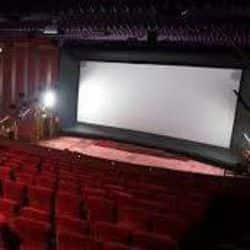 वाराणसी: अनलॉक-5 में आज खुलेंगे सिनेमा हॉल, कल छिछोरे और तानाजी फिल्म लगेगी.