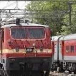 त्योहारों पर भारतीय रेलवे ने दिया लोगों को तोहफा, रेल मंत्रालय ने विशेष ट्रेनें चलाए जाने का निर्णय लिया है