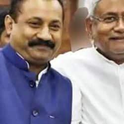 जदयू के कार्यकारी प्रदेश अध्यक्ष अशोक चौधरी ने 'परखा है जिसको, चुनेंगे उसी को' और 'आओ बताएं एक कहानी अपने राज्य बिहार की' शीर्षक गीतों को लॉन्च किया.