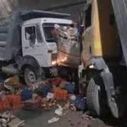 इंदौर शहर में एक बड़ा हादसा दो ट्रक आपस में टकराये