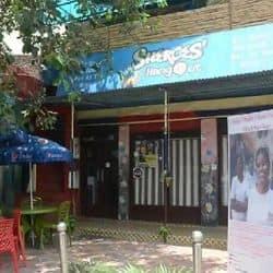 कैफे शीरोज हैंगआउट आज से खुलेगा.