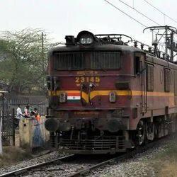 फेस्टिवल स्पेशल ट्रेनों में रेलवे साधारण ट्रेन से अधिक किराया वसूल कर रहा है.