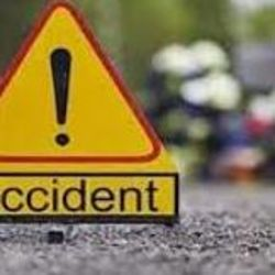 तेज रफ्तार ट्रक ने बाइक सवार दो युवक को टक्कर मारकर कुचल दिया