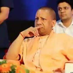 घूस कांड में लखनऊ के होमगार्ड कमांडेंट कृपा शंकर पांडे को बर्खास्त किया गया है. सीएम योगी ने उन्हें बर्खास्त किया है.