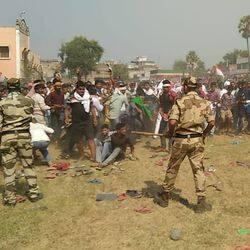 तेजस्वी यादव की चुनावी सभा में पुलिस ने लाठियां चलाईं