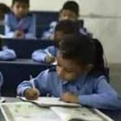 छात्रों के लिखने की गति हुई धीमी अध्यापकों के लिए बढ़ रही समस्या
