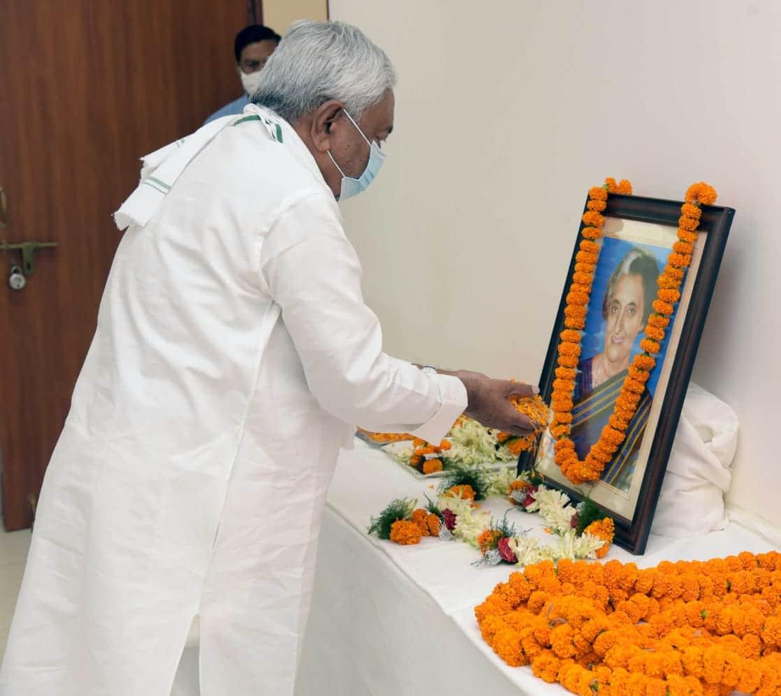 आज के दिन ही इंदिरा गांधी को उनके ही अंगरक्षकों ने बेरहमी से गोलियों से भून दिया था,
