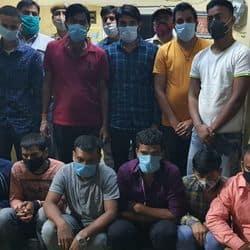 पुलिस गिरफ्त में पटना से आए फर्जी परीक्षार्थी