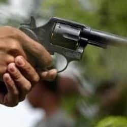 बाइके लूट के दौरान दिनदहाड़े छात्र को मारी गोली