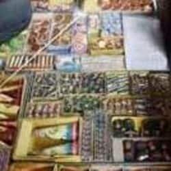 पटाखों के गोदाम में पुलिस ने मारा छापा