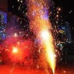 पटाखों पर रोक लगने के बाद भी लोगों ने जमकर की आतिशबाजी