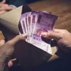 भ्रष्टाचार निरोधक ब्यूरो ने राजस्थान प्रशासनिक सेवा के एक वरिष्ठ सेवानिवृत्त अधिकारी को पांच लाख रुपये की रिश्वत लेते गिरफ्तार किया